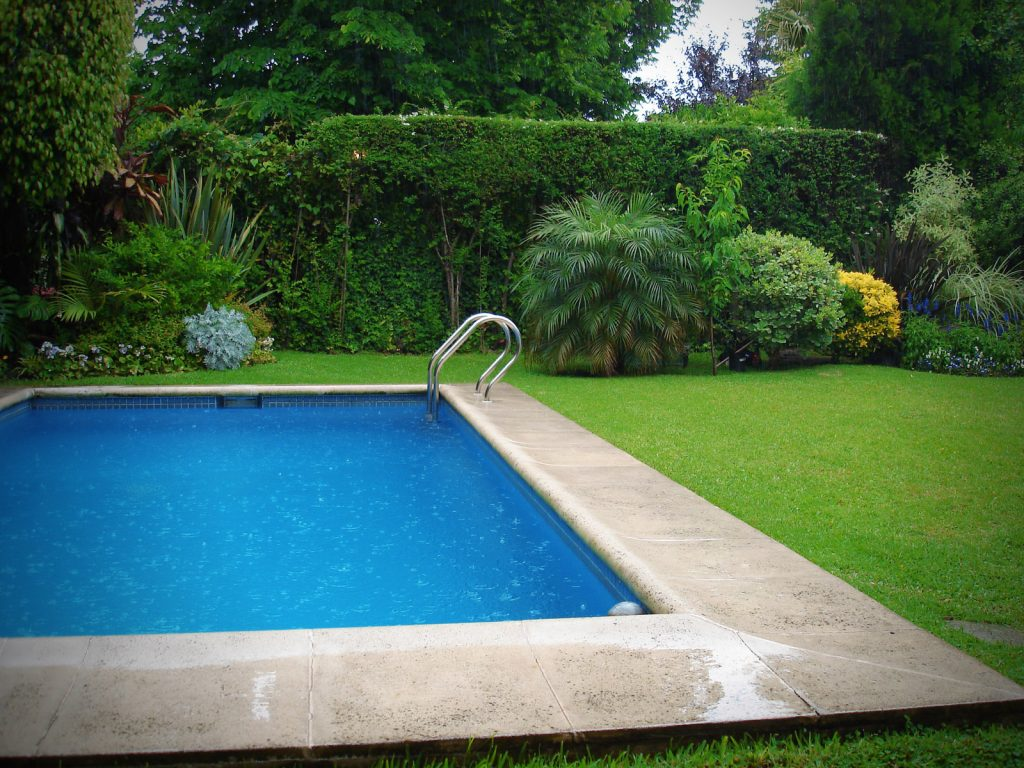 How Much Does it Cost to Maintain a Pool?
