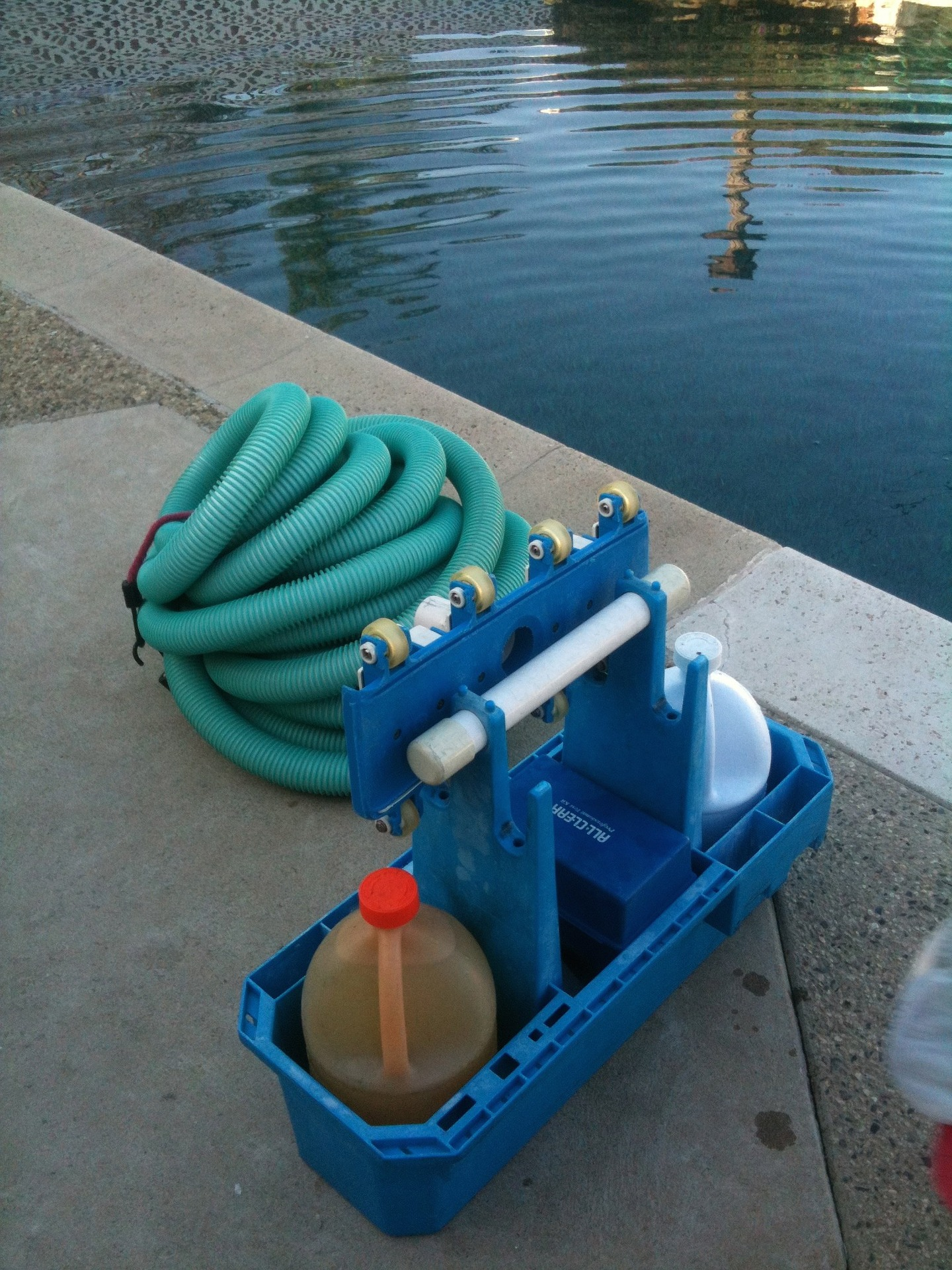 pool cleaning 330406 1920