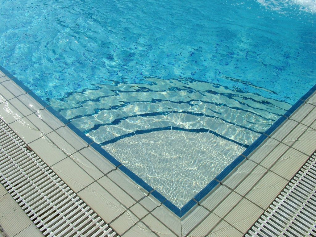 Start a Pool Cleaning Business