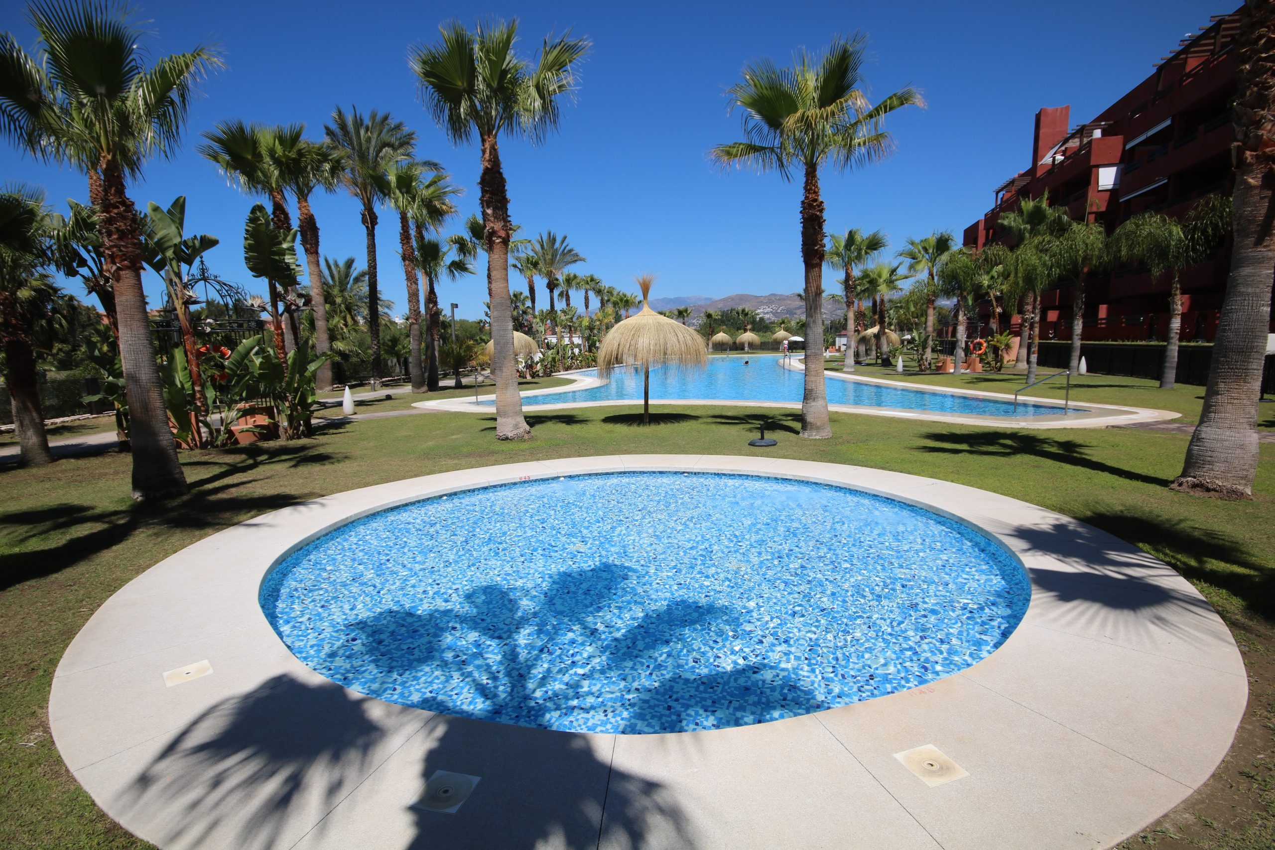 Above-Ground and In-Ground Pools: What's the Difference?