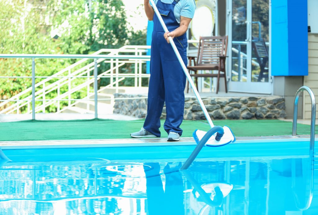self-cleaning pool