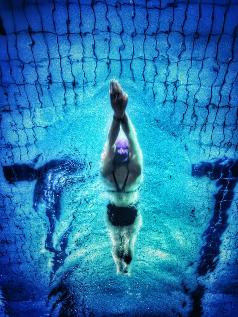 underwater photography of swimmer 711187